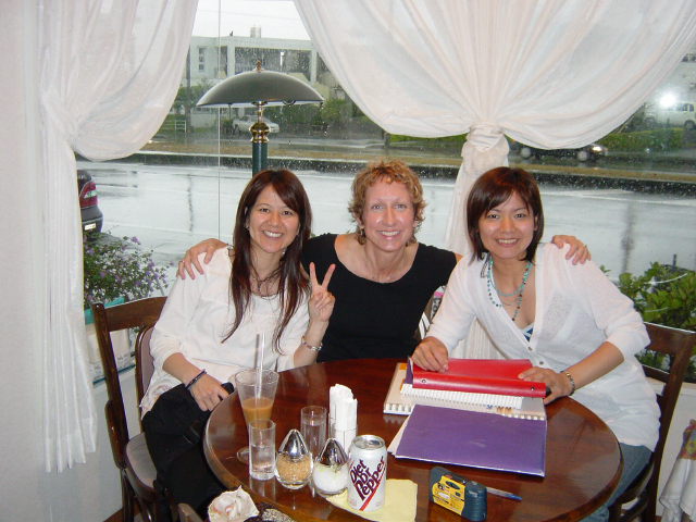 Maeno sisters learn the basics of English in Okinawa, Japan